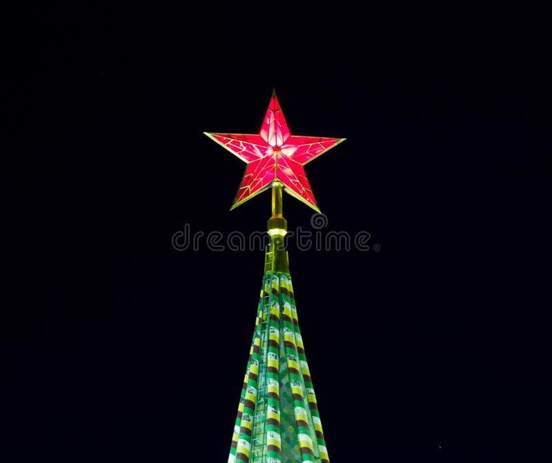 Estrela vermelha do Kremlin de Moscou, Rússia fotos de stock
