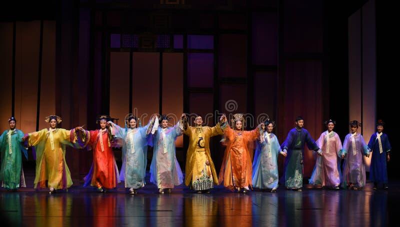 Estrelando as imperatrizes chamada-modernas do drama da cortina no palácio fotos de stock royalty free