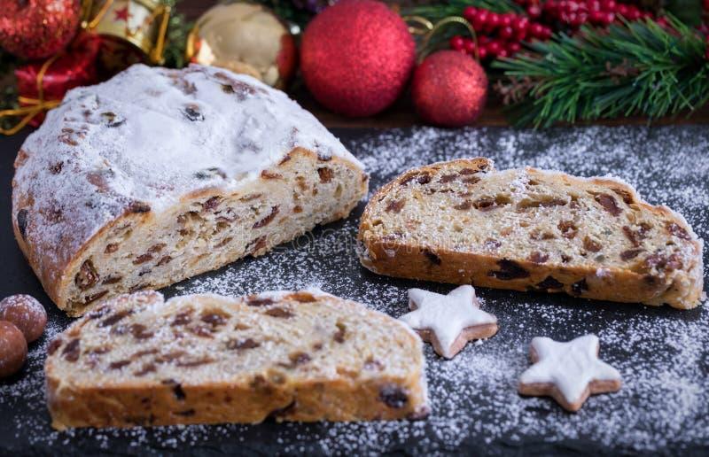 Estrelas alemãs do bolo e da canela de Stollen para o Natal fotografia de stock