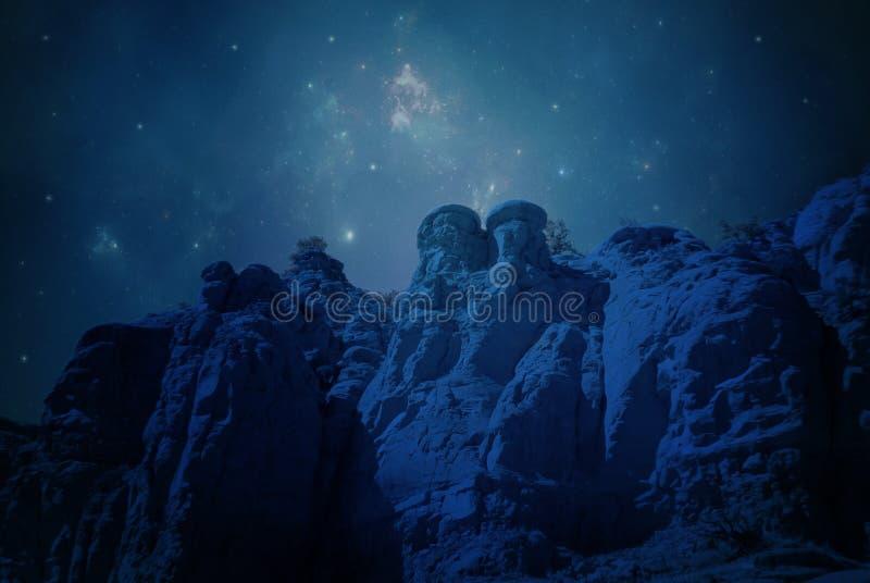 Estrelas e penhascos do deserto foto de stock royalty free