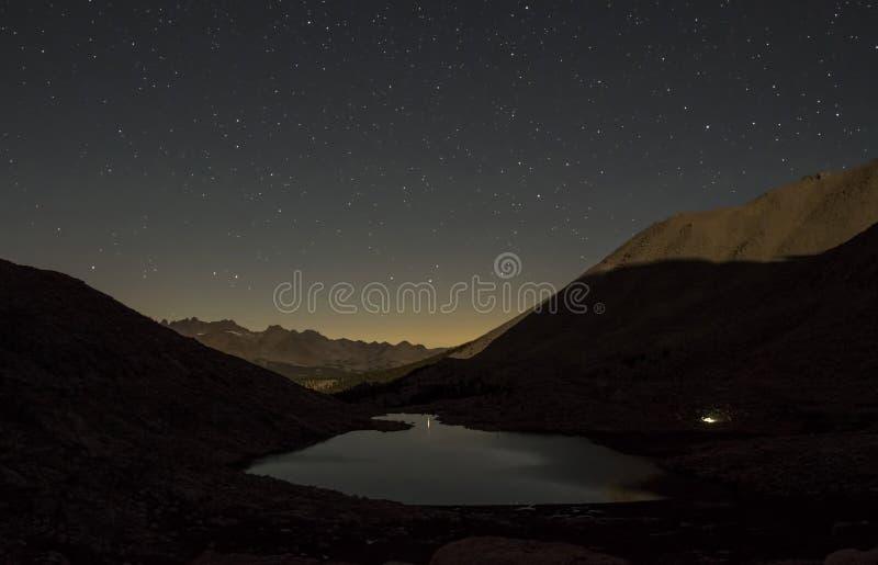 Estrelas sobre o lago guitar foto de stock