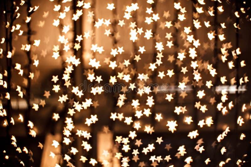 Estrelas sparkly defocused mágicas do ouro fotografia de stock