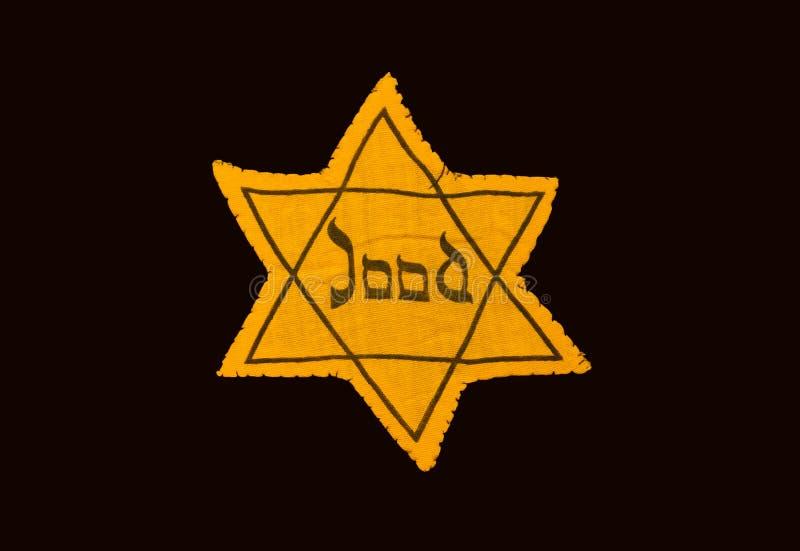 Estrella amarilla y negra que requirieron los judíos llevar en Oc imagen de archivo libre de regalías
