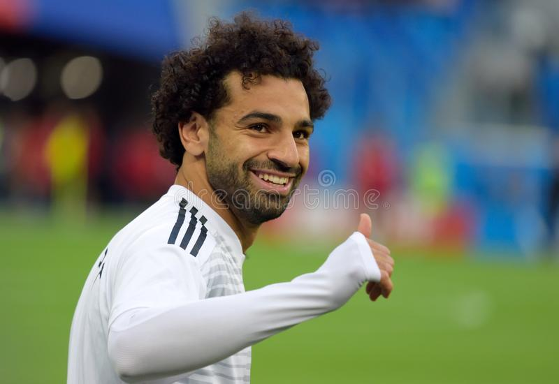 Estrella de fútbol egipcia Mohamed Salah antes del partido del mundial 2018 foto de archivo