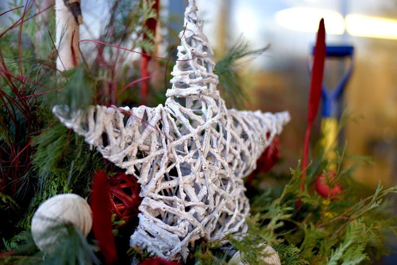 Estrella de la Navidad hecha del mimbre imagen de archivo