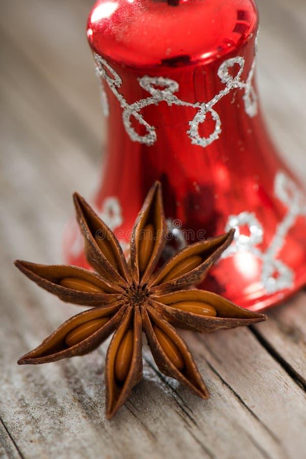 Estrella del anís con la campana foto de archivo