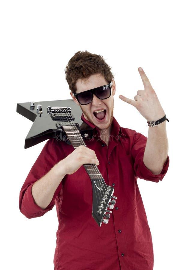 Estrella del rock con la guitarra y las gafas de sol imagen de archivo