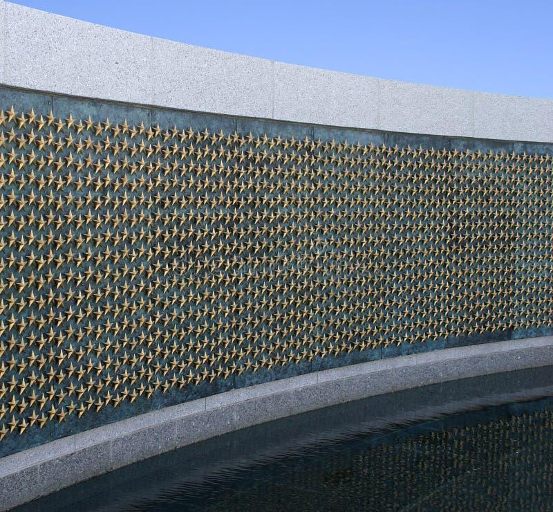 Estrellas de oro en el monumento de la Segunda Guerra Mundial foto de archivo