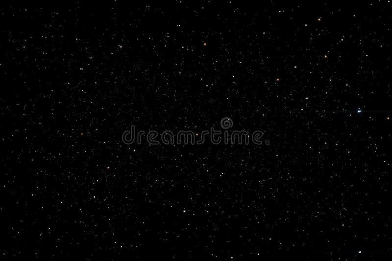 Estrellas en el resplandor de la vía láctea de la textura del fondo del cielo nocturno de estrellas El cielo está en las estrella ilustración del vector
