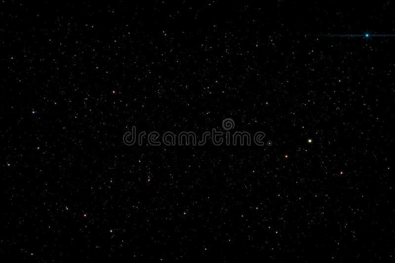 Estrellas en el resplandor de la vía láctea de la textura del fondo del cielo nocturno de estrellas El cielo está en las estrella stock de ilustración