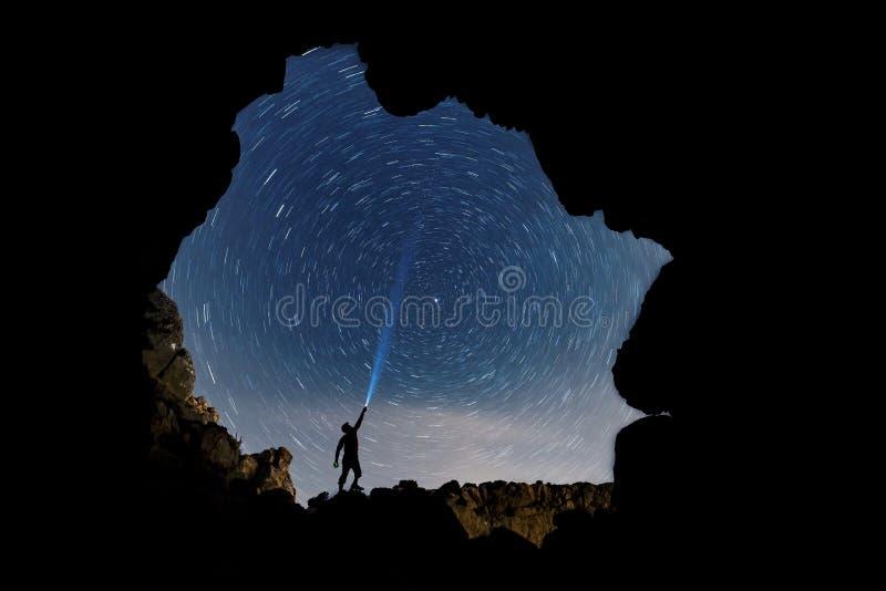 Estrellas y lluvia de meteoritos del cielo imagen de archivo