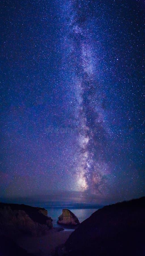 Estrellas y vía láctea del cielo nocturno imágenes de archivo libres de regalías