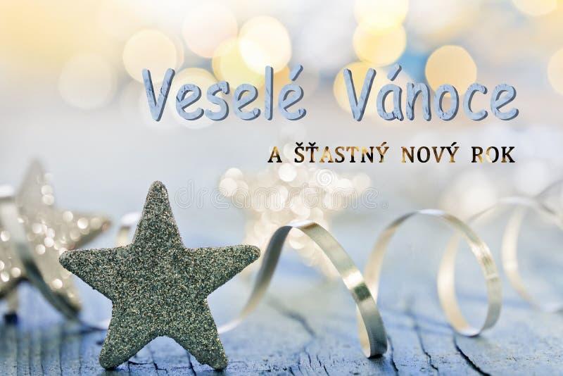 Estrellas y witz de la decoración de la Navidad que escribe Feliz Navidad en Checo foto de archivo