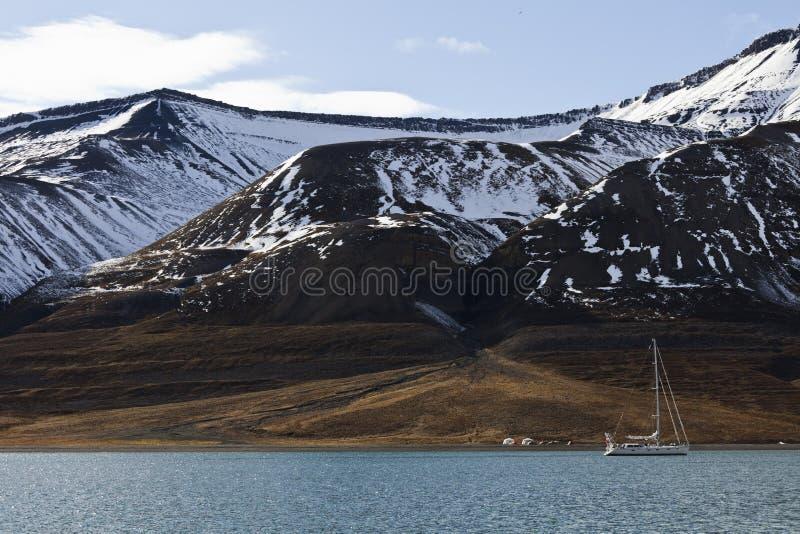 Estremo che si accampa e che naviga in Svalbard, Norvegia fotografie stock libere da diritti