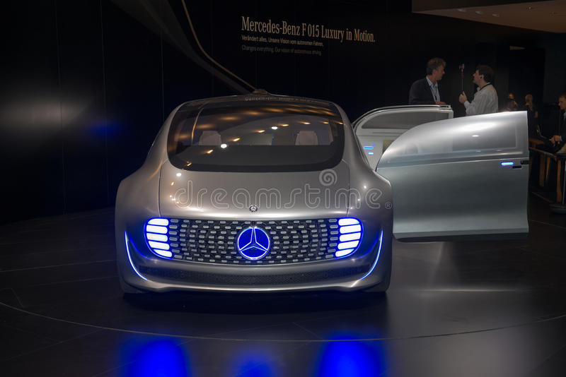 Estreno mundial automotriz del concepto de Mercedes-Benz F 015 fotos de archivo