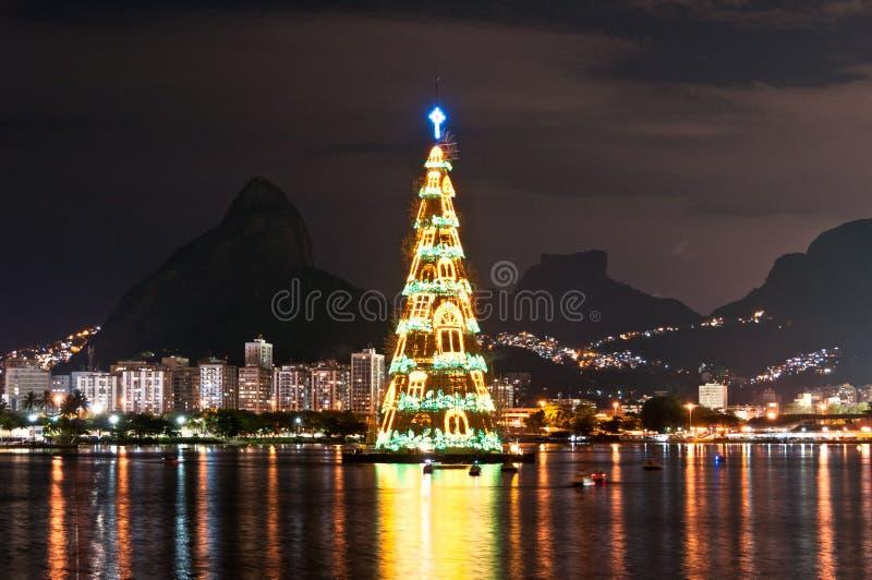 Estructura arborescente de árbol de navidad en Rio de Janeiro foto de archivo
