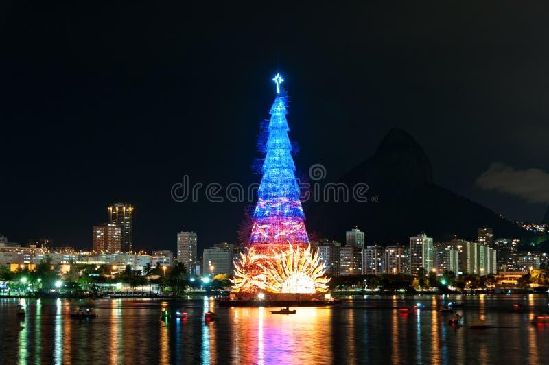 Estructura arborescente de árbol de navidad en Rio de Janeiro fotos de archivo