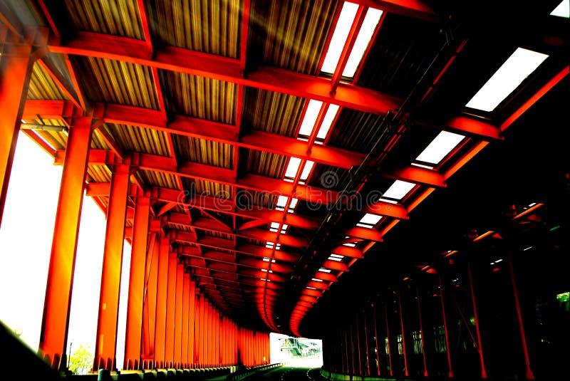 Estructura de acero, carretera, pantalla insonora fotos de archivo libres de regalías