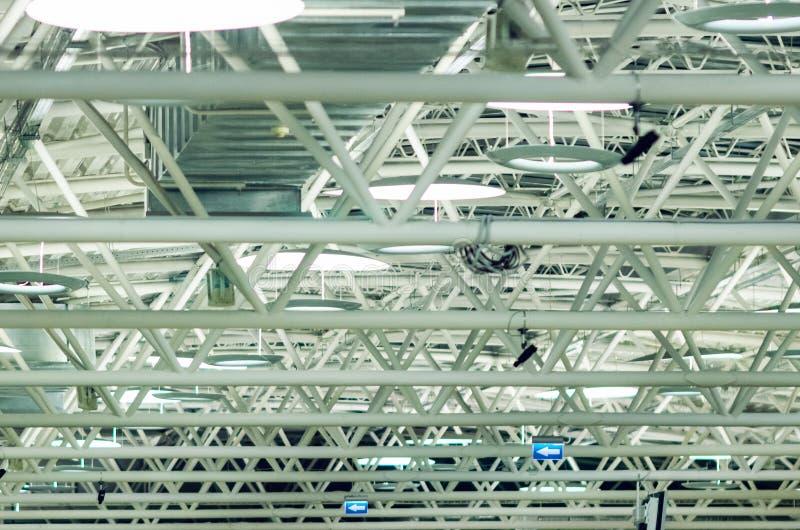 Estructura de acero grande del braguero, marco del tejado en el aeropuerto fotos de archivo