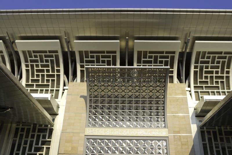 Estructura de acero que curva decorativa de la mezquita fotografía de archivo