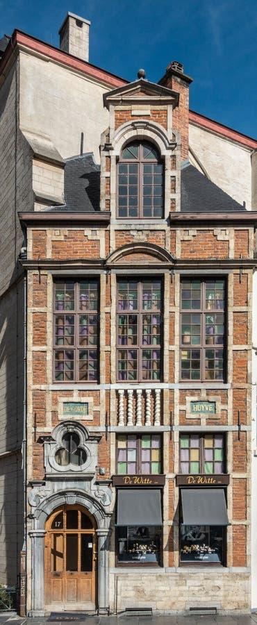 Estructura de la joyería de De Witte contra el santo Nicolas Church, Bruss imagen de archivo