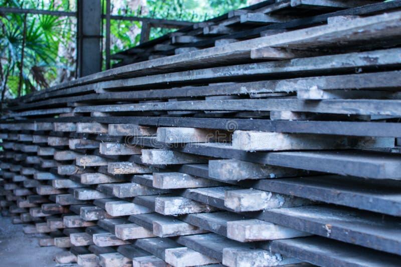 Estructura de madera para la construcción de viviendas la madera antigua imágenes de archivo libres de regalías