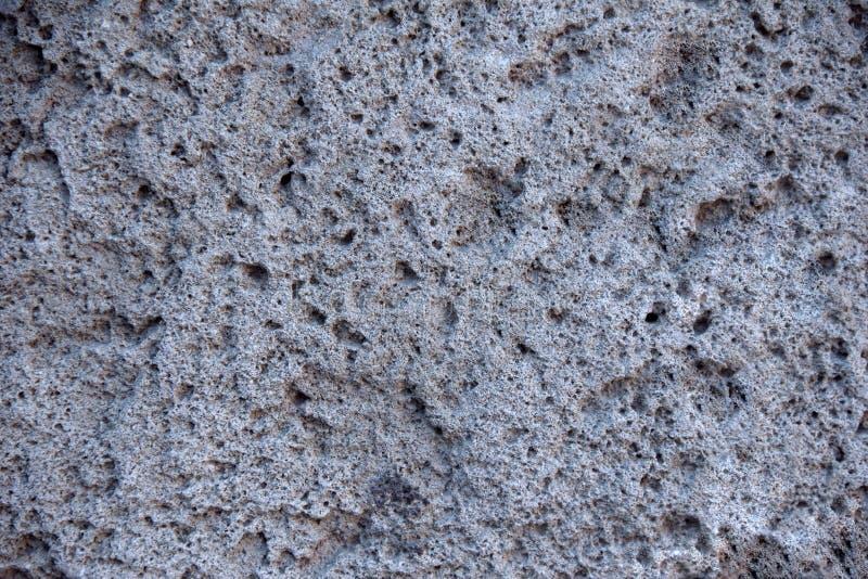 Estructura de piedra porosa del fondo del origen volcánico del cráter de un volcán extinto, imagen de archivo