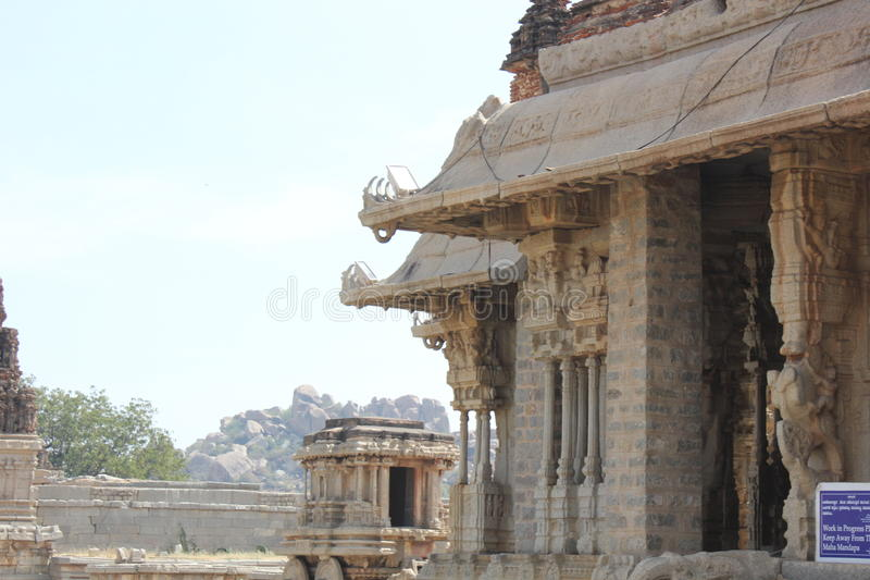 Estructura del mantap del templo de Hampi Vittala con el gancho del techo fotografía de archivo