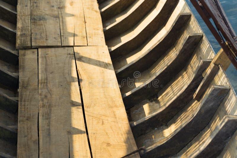 Estructura esquelética de madera del barco local asiático imagenes de archivo