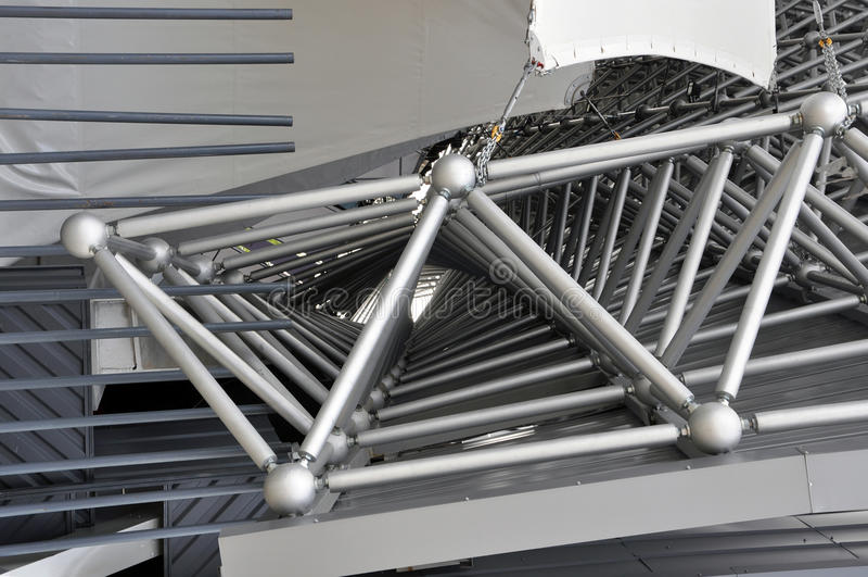 Estructura triangular espacial del metal imágenes de archivo libres de regalías