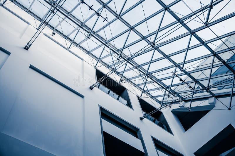 Estrutura arquitetónica moderna da claraboia foto de stock