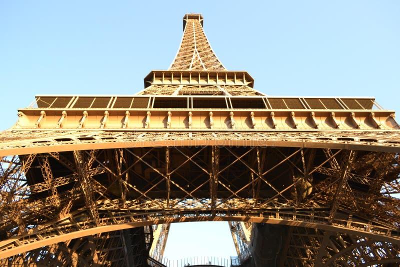 Estrutura complexa da torre Eiffel de Paris imagens de stock
