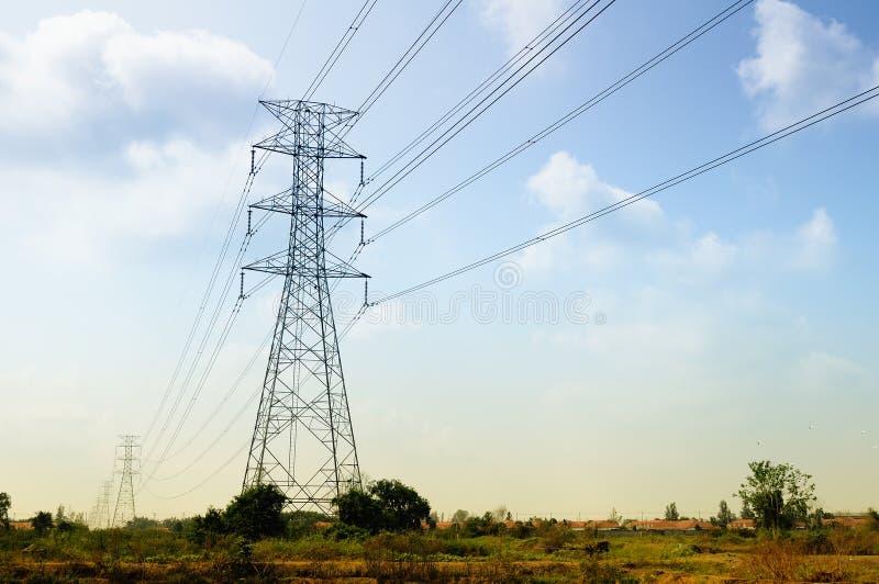 Download Linha eléctrica foto de stock. Imagem de outdoor, metálico - 29838952