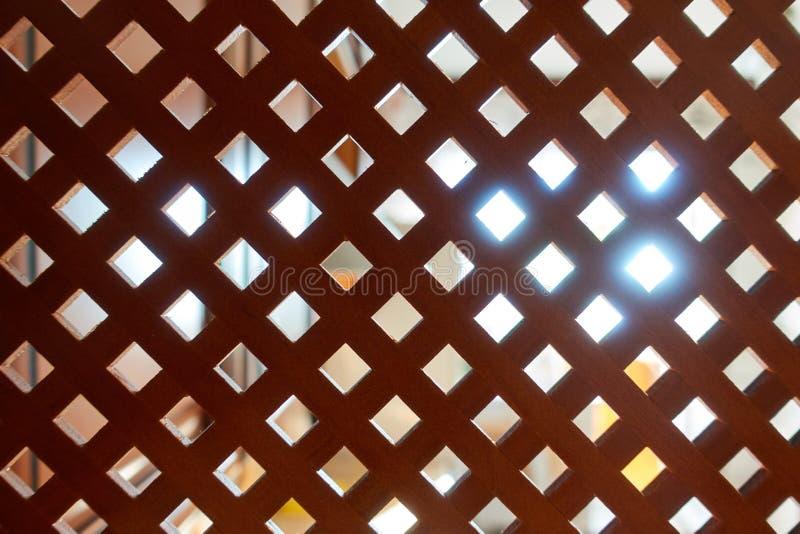 Estrutura de madeira decorativa Fundo de madeira com fonte luminosa na parte traseira imagens de stock royalty free