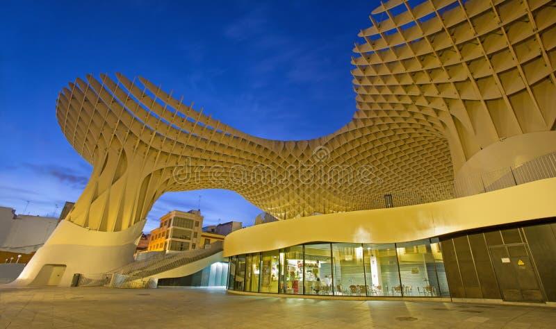 Estrutura de madeira do parasol de Sevilha Metropol situada no quadrado de Encarnacion do La, projetado pelo arquiteto alemão Jur foto de stock royalty free