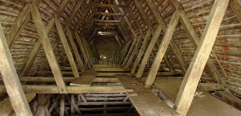 Estrutura de madeira na igreja, égua de Copsa, Romênia imagens de stock royalty free
