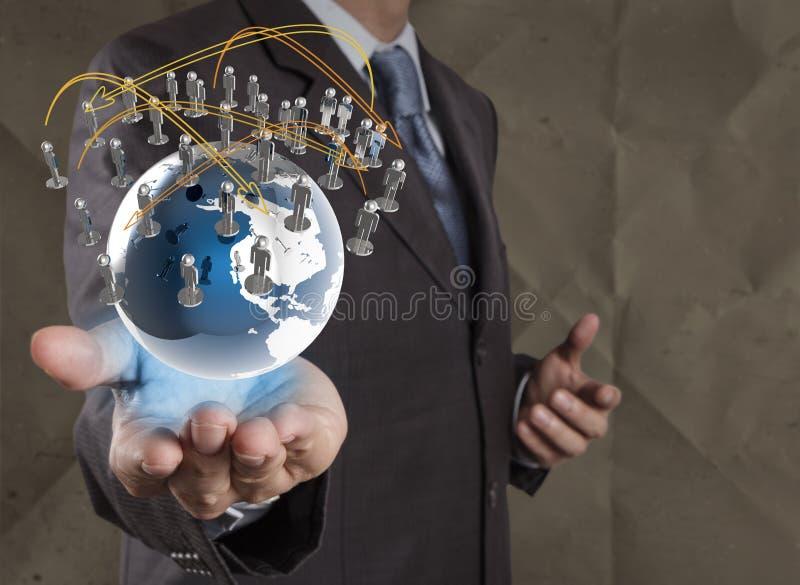 A estrutura de rede social da mostra do homem de negócios com amarrotado recicla foto de stock