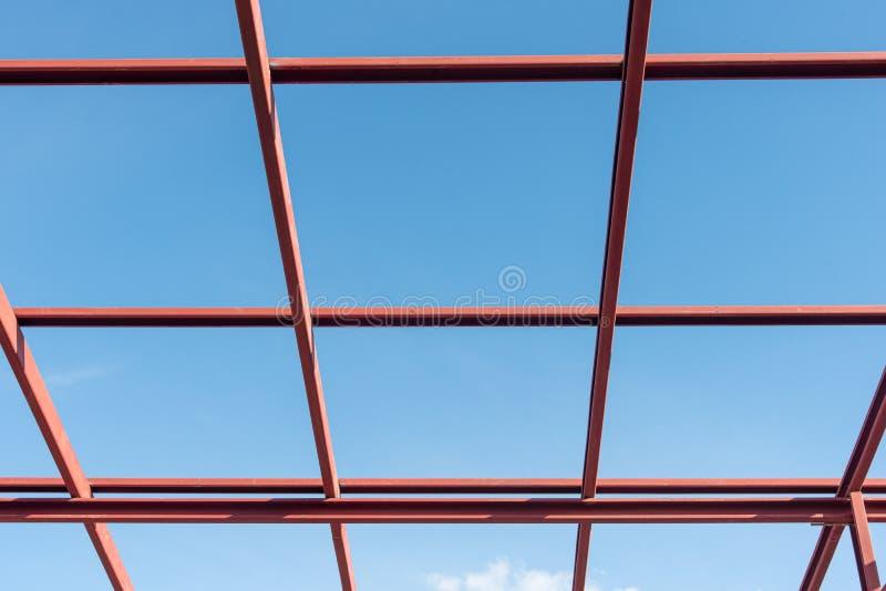 Estrutura de telhado com aço para a construção uma casa fotografia de stock