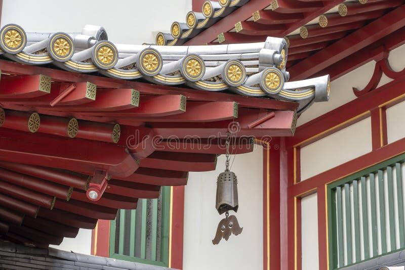 Estrutura de telhado do templo da relíquia do dente da Buda e do museu, bairro chinês, Singapura É arquitetura do estilo chinês fotos de stock