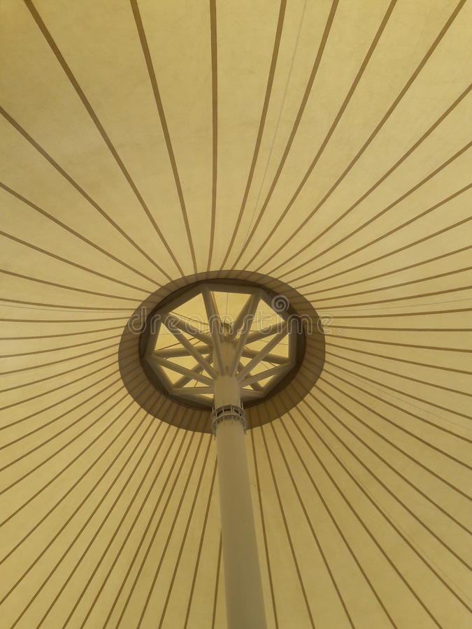 Estrutura de telhado exposta em uma exposição fotos de stock