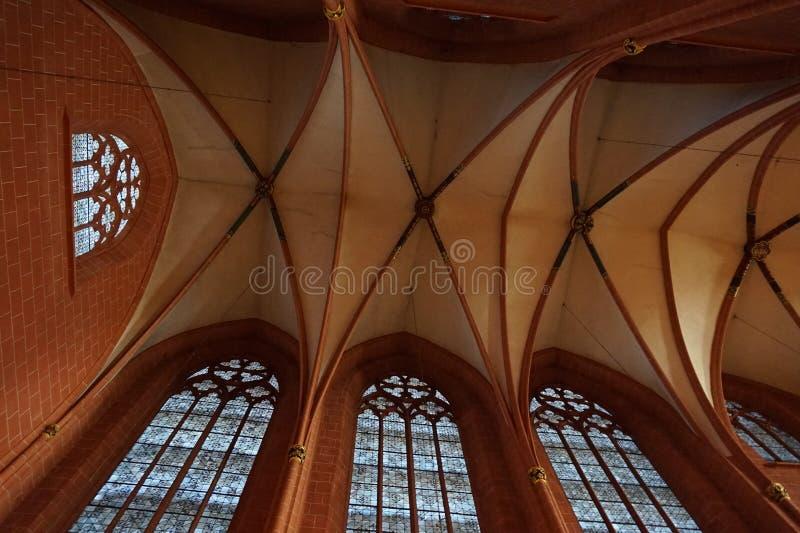 Estrutura de telhado interior da igreja fotografia de stock royalty free