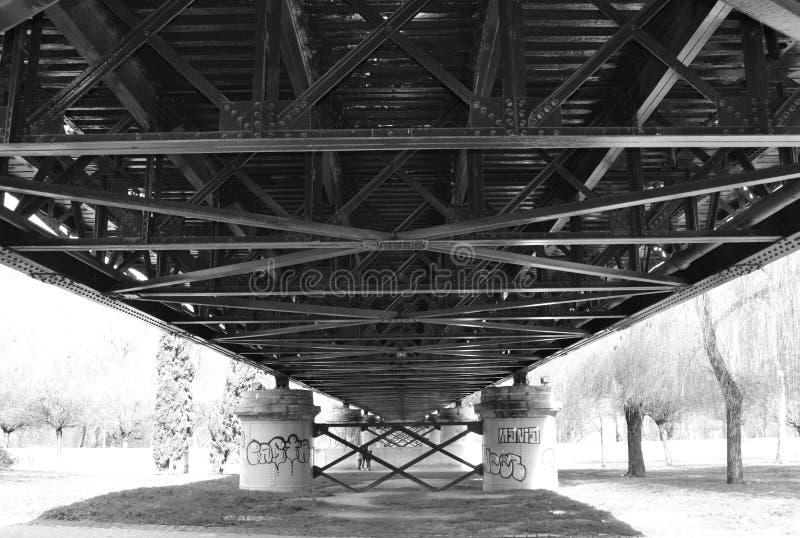 Estrutura de uma ponte do ferro imagem de stock