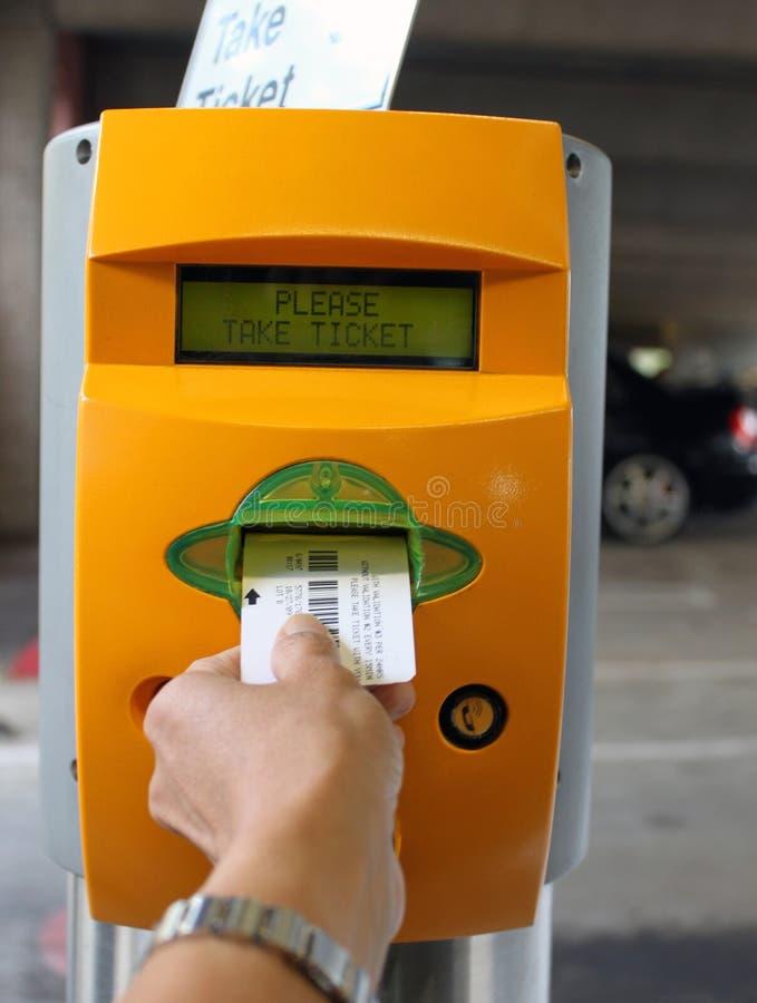 Estrutura do estacionamento do distribuidor do bilhete fotografia de stock