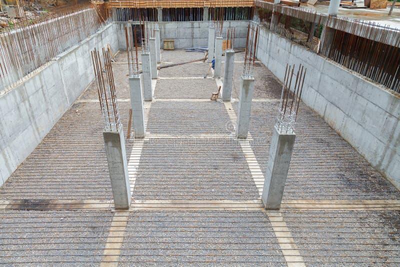 Estrutura do metal do reforço para o derramamento concreto foto de stock royalty free