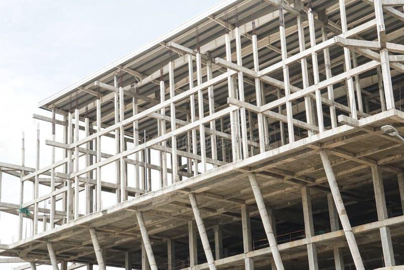 Estrutura incompleta da arquitetura da construção do canteiro de obras imagem de stock