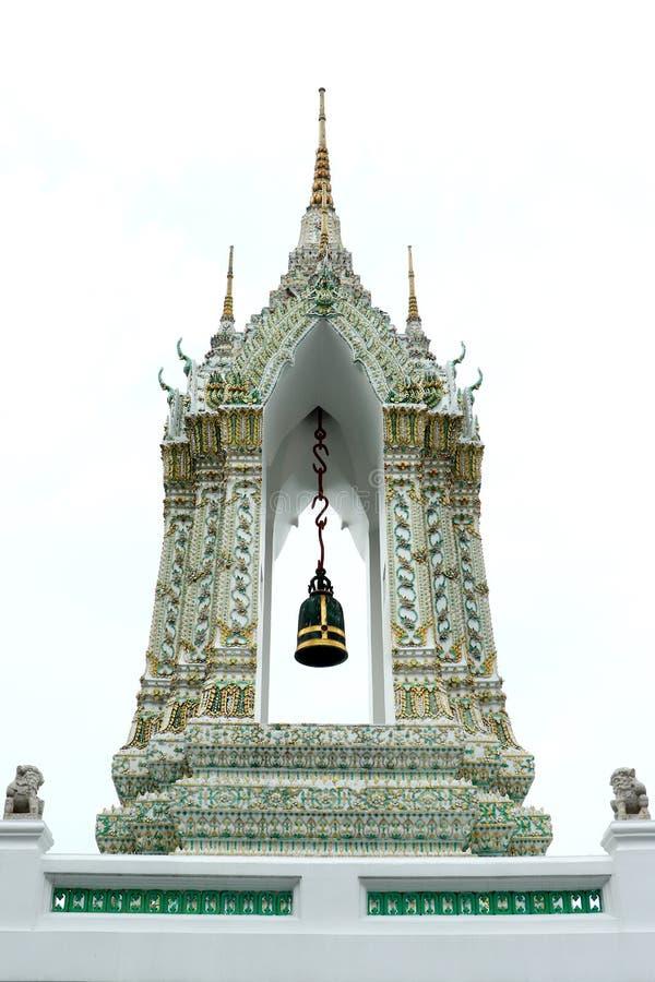 Estrutura isósceles dourada, delicado pintado da escultura de pedra tailandesa da entrada e do Lion Historic Chinese da porta do  imagem de stock royalty free