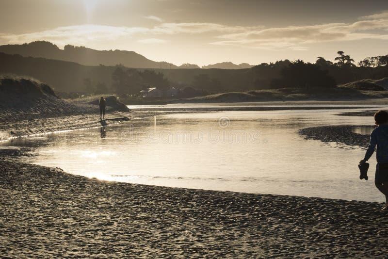Estuário da boca de rio de Pakiri no Northland Nova Zelândia NZ da praia de Pakiri fotos de stock royalty free