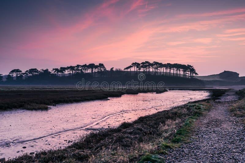 Estuário de Budleigh Salterton no nascer do sol fotos de stock