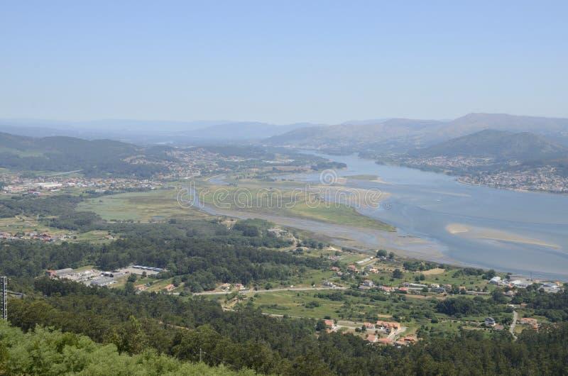 Download Estuaire de Minho image stock. Image du village, espagne - 77155201