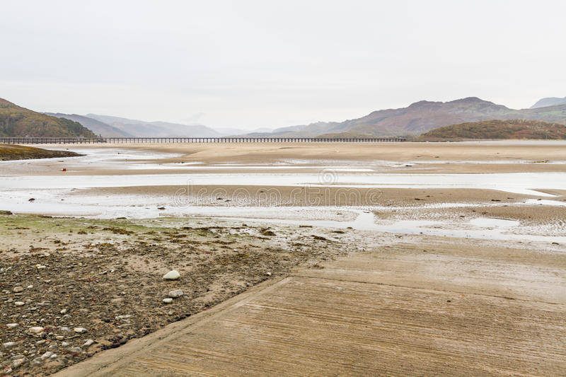 Download Estuaire Et Viaduc De Mawddach Photo stock - Image du longeron, sable: 77162574